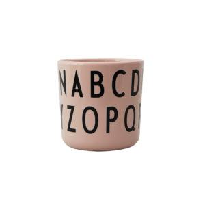 Roze beker met alfabet van Design Letters