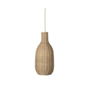 Rieten hanglamp in de vorm van een fles van Ferm Living