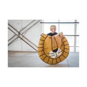 Jongen met leeuw tapijt van Tapis Petit