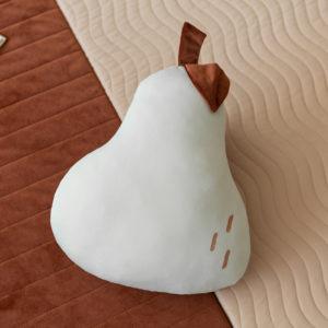 Beige kussen van Nobodinoz in de vorm van een peer
