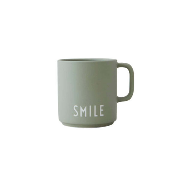 DESIGN LETTERS FAVOURITE CUP WITH HANDLE SMILE